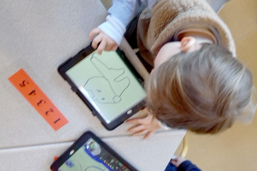 Ecole maternelle de Limas – Dessins sur tablettes